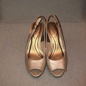 NWOB Life Stride platinum pewter slingback heel